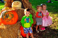 Pittsboro, NC :PumpkinFest事件的孩子 免版税库存图片