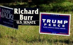 Pittsboro, NC: Sinais 2016 da campanha eleitoral Imagens de Stock