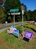 Pittsboro, NC: Wahlkampf-Zeichen 2016 Lizenzfreie Stockfotos
