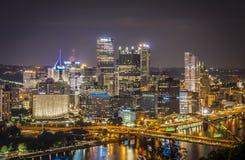 Pittsburgh alla notte Immagini Stock