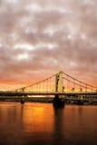Pittsburgh-Brücke bei Sonnenuntergang stockbild