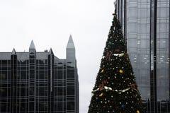 Pittsburgh du centre décoré pendant le Noël Photographie stock