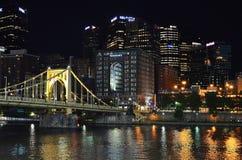 Pittsburgh en la noche Imagenes de archivo