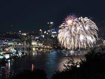 Pittsburgh fajerwerki przy nocą Zdjęcia Stock