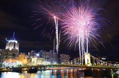 Pittsburgh-Feuerwerke lizenzfreie stockfotos