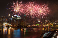 Pittsburgh-Feuerwerke lizenzfreie stockbilder