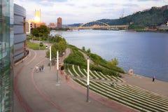Pittsburgh-früher Abend Stockfotos