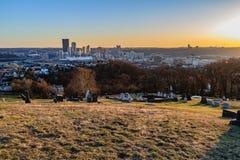 Pittsburgh horisont på solnedgången Royaltyfria Foton