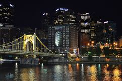 Pittsburgh la nuit images stock