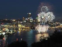 Pittsburgh linia horyzontu przy półmrokiem Obrazy Stock