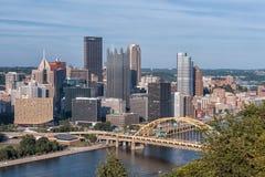 Pittsburgh - mening aan de stad in in avondglorie Stock Fotografie