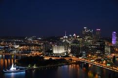 Pittsburgh na noite fotografia de stock royalty free