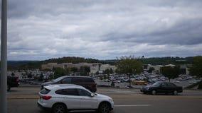 PITTSBURGH, PA - circa el 21 de octubre de 2018 - la alameda en RobinsonPITTSBURGH, PA - circa el 21 de octubre de 2018 - la alam almacen de video