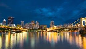 Pittsburgh, Pennsylwania nocy linia horyzontu od Północnego brzeg Riverfro zdjęcia royalty free