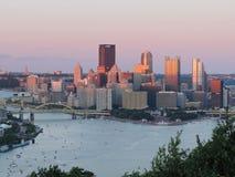 Pittsburgh-Skyline bei Sonnenuntergang Lizenzfreies Stockfoto