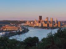 Pittsburgh-Skyline bei Sonnenuntergang Lizenzfreie Stockfotografie