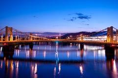 Pittsburgh-Skyline: Brücke Andy-Warhol Lizenzfreie Stockfotografie