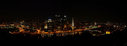 Pittsburgh, skyline da noite do PA fotos de stock royalty free