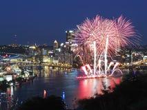 Pittsburgh-Skyline an der Dämmerung Lizenzfreie Stockfotos