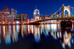 Pittsburgh-Skyline nachts stockfoto