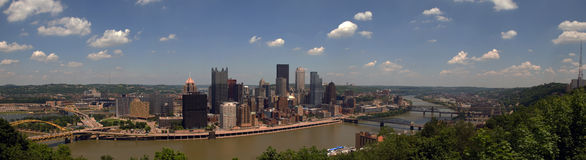 Pittsburgh-Skyline-Panorama Stockbilder