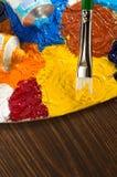 Pittura ad olio e spazzola su legno immagine stock libera da diritti