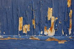 Pittura blu che pela legno. Fotografie Stock Libere da Diritti