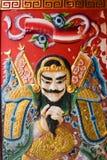 Pittura cinese del dio alla porta del santuario cinese fotografie stock