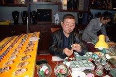 Pittura cinese dell'artista nel negozio di arte Fotografie Stock Libere da Diritti