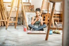 Pittura creativa dello studente all'università Fotografia Stock