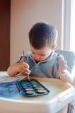 Pittura del bambino con gli acquerelli Fotografia Stock