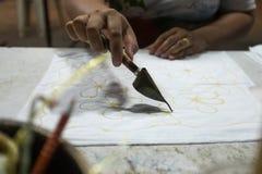 Pittura del batik di tiraggio della mano fotografie stock libere da diritti