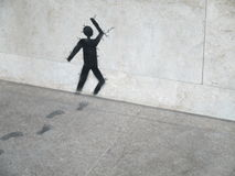 Pittura del materiale illustrativo sulla pietra/uomo grigi che passa parete di pietra Immagine Stock