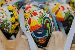 pittura del pollo dell'uovo di Pasqua fotografie stock