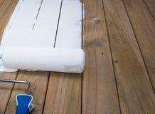 Pittura del rullo su legname Fotografia Stock