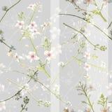 Pittura dell'acquerello della foglia e dei fiori, modello senza cuciture su grigio illustrazione di stock