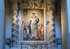 Pittura dell'ascensione di Madonna superiore ad uno degli altari, Di Santa Croce della basilica Immagini Stock Libere da Diritti