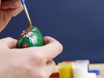 Pittura dell'uovo di Pasqua Fotografie Stock Libere da Diritti