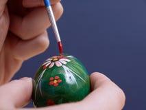 Pittura dell'uovo di Pasqua Immagini Stock Libere da Diritti