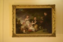 Pittura della famiglia ad una bella casa di campagna vicino a Leeds West Yorkshire che non è una proprietà di fiducia nazionale Fotografia Stock