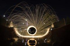 Pittura della luce della lana d'acciaio ad una rampa del parco del pattino Fotografia Stock Libera da Diritti