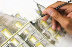 Pittura della mano dell'uomo sulla tela di canapa Fotografia Stock