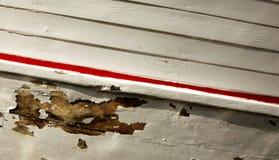 Pittura della sbucciatura sulla barca di legno Immagine Stock