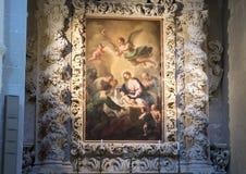 Pittura di Madonna e del bambino superiore ad uno degli altari, Di Santa Croce della basilica Fotografia Stock Libera da Diritti