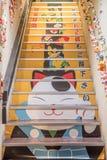 Pittura di Maneki Neko Cat per accogliere favorevolmente turista Fotografie Stock