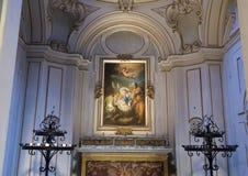 Pittura di Maria e del bambino Gesù sopra un altare dentro il san Maria della basilica in Trastevere Fotografia Stock