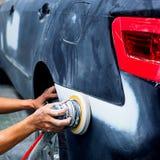 Pittura di riparazione automatica del lavoro di carrozzeria dopo l'incidente fotografia stock libera da diritti