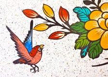 Pittura di un uccello sulla parete Fotografia Stock