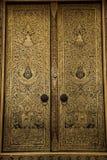 Pittura dorata sulla porta del ubosot Fotografia Stock Libera da Diritti