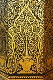 Pittura dorata in tempie tailandesi Fotografia Stock Libera da Diritti